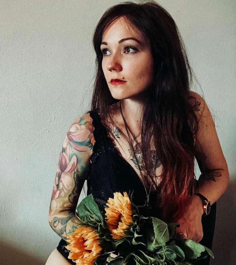 Noch mehr #frauenpower  bei uns mit Moni Scharnagl - Tattoo Artist .#inkandride