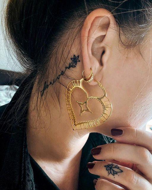 """@die.julia_x3 mit unseren schönen """"Sacred Heart"""" Hoops  Welche habt ihr am Liebs"""